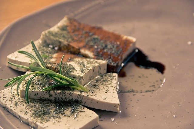 Recette végétarienne : gratin de tofu